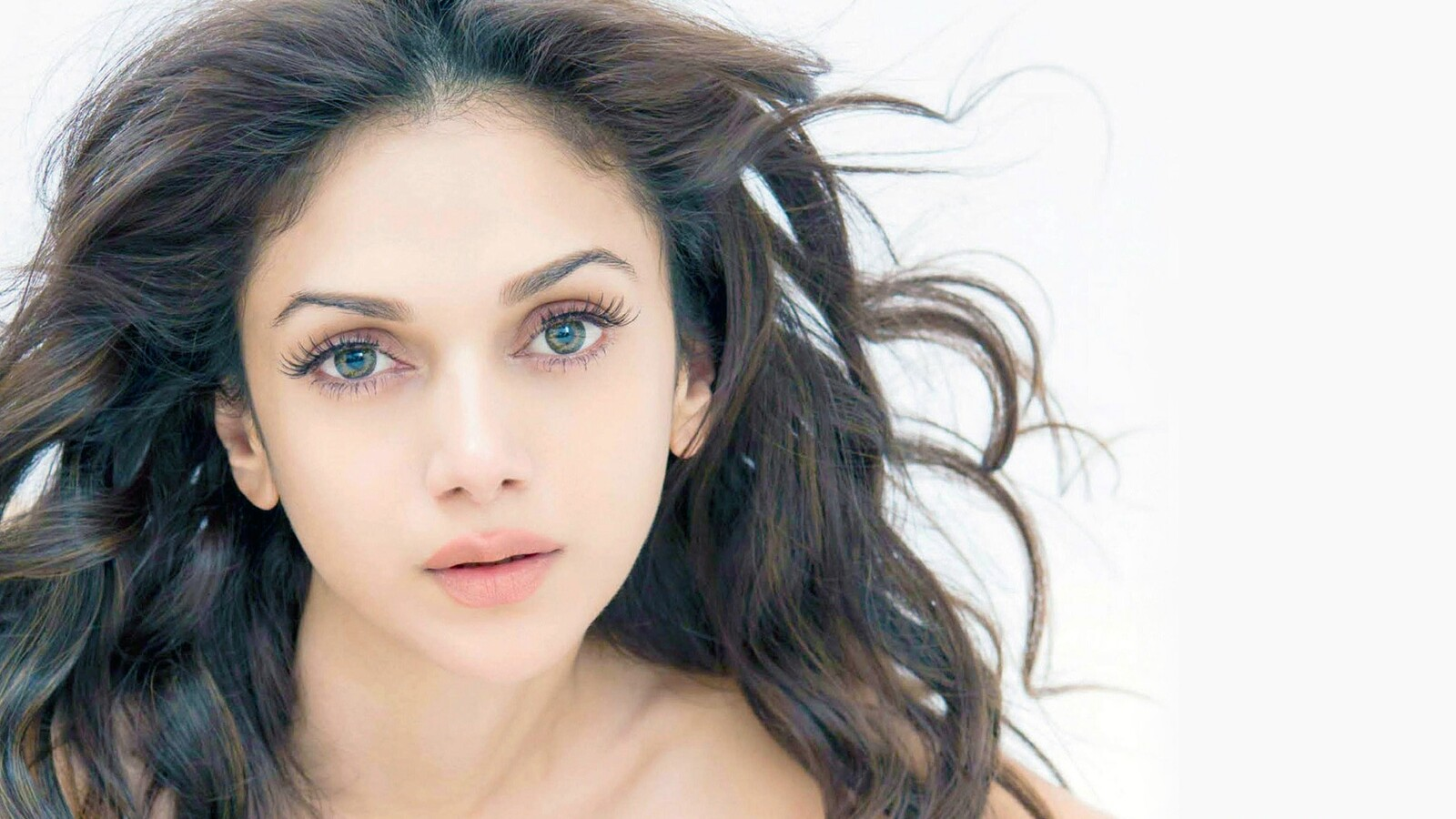 1600x900 aditi rao hydari 5 1600x900 resolution hd 4k for Aditi indian cuisine
