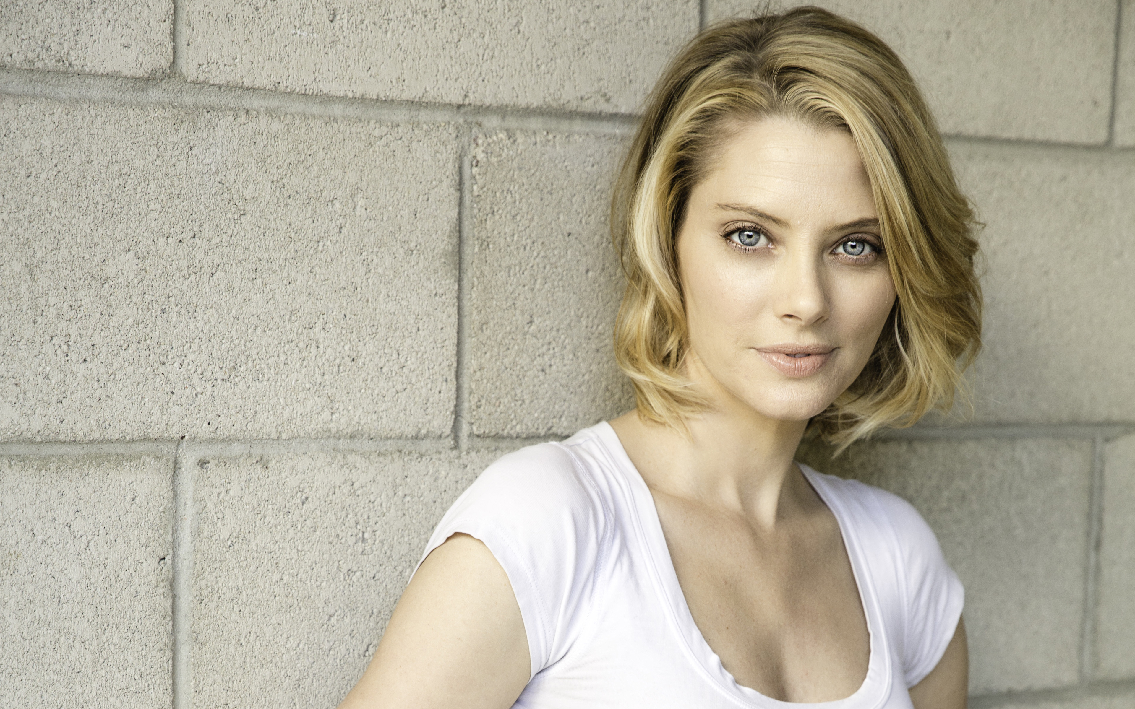April Bowlby HD Celebrities 4k Wallpapers Images