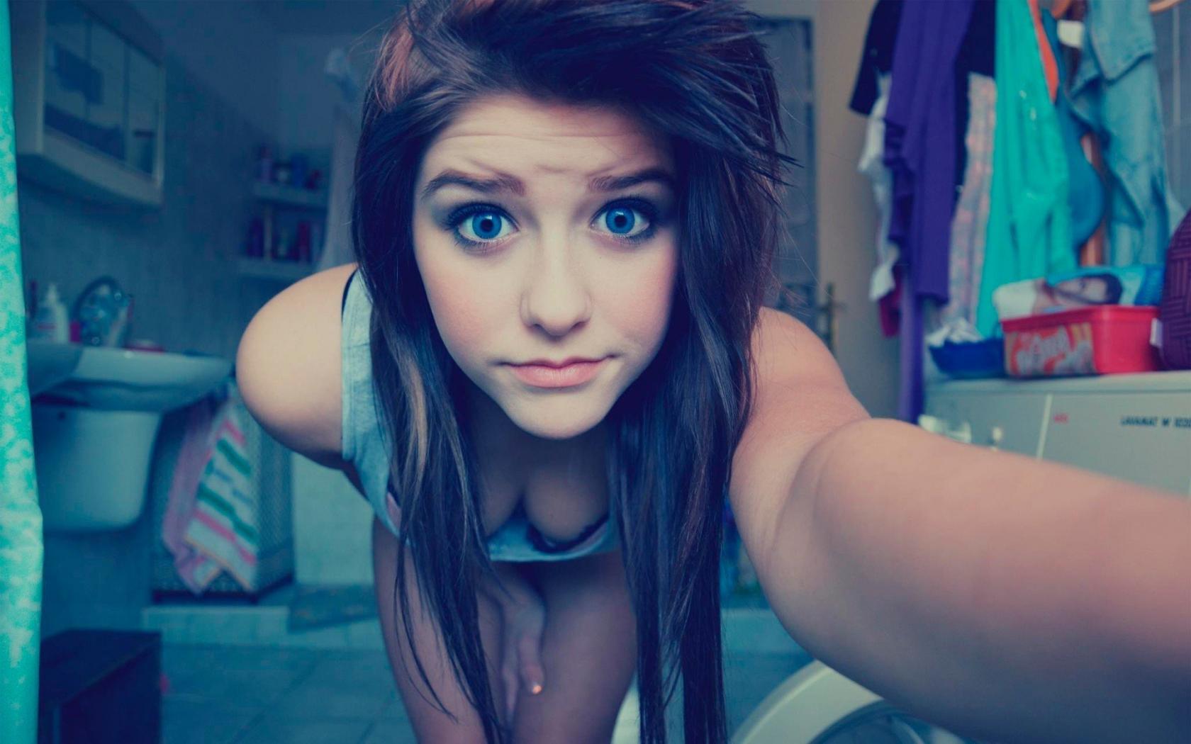 2160x3840 Blue Eyes Cute Teen Girl Sony Xperia X,XZ,Z5