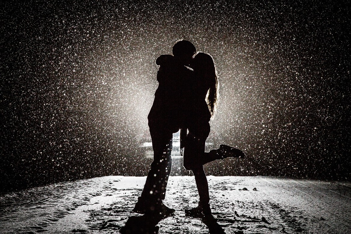 Couple kissing in snow hd love 4k wallpapers images - 4k kiss wallpaper ...