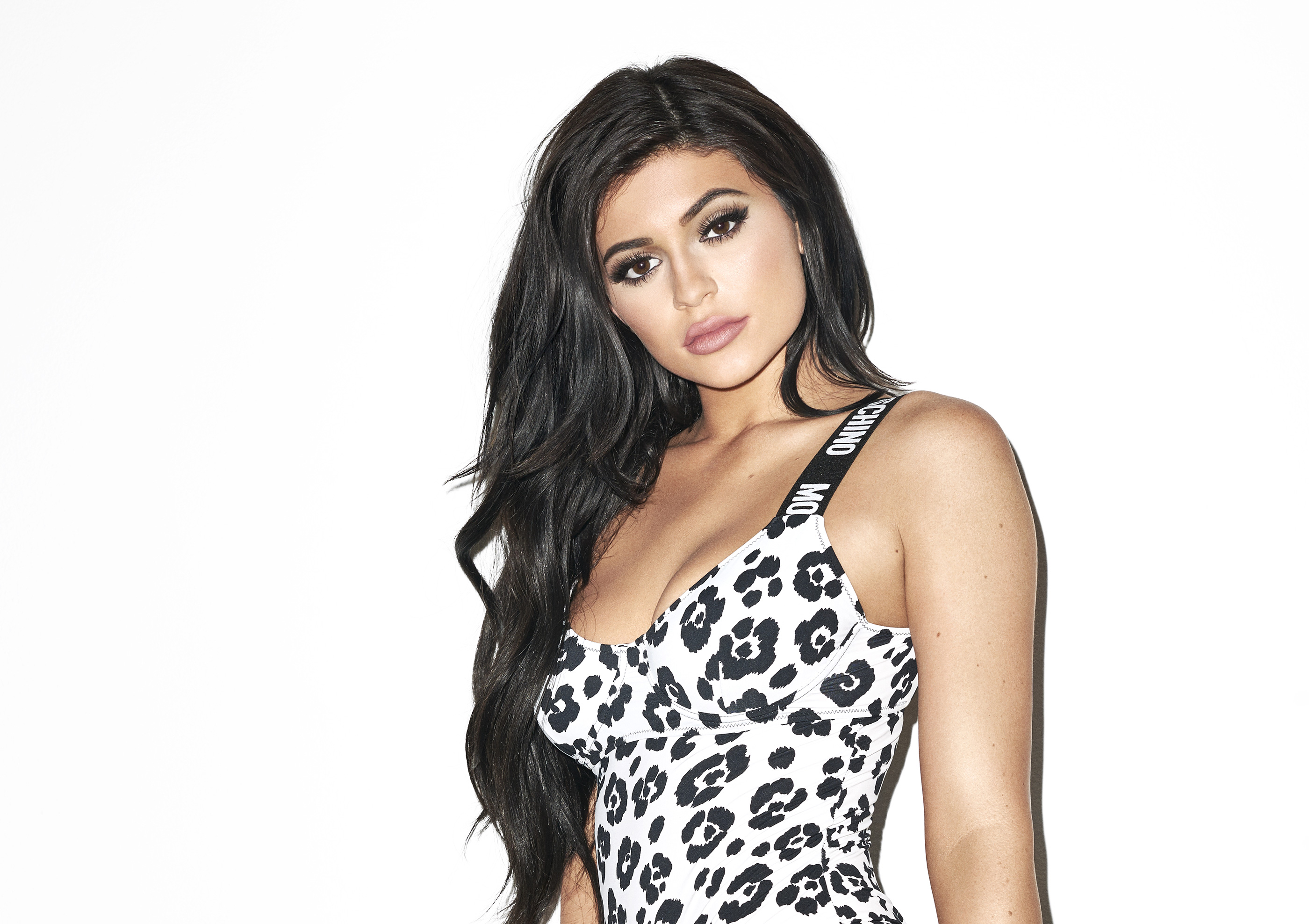 Kylie Jenner Wallpapers: 2048x1152 Kylie Jenner Galore Magazine 2017 2048x1152