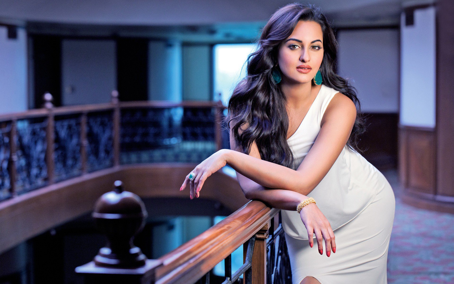 Sonakshi Sinha Wide, HD Indian Celebrities, 4k Wallpapers