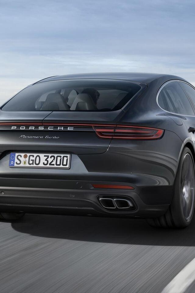 2017 Porsche Panamera Image