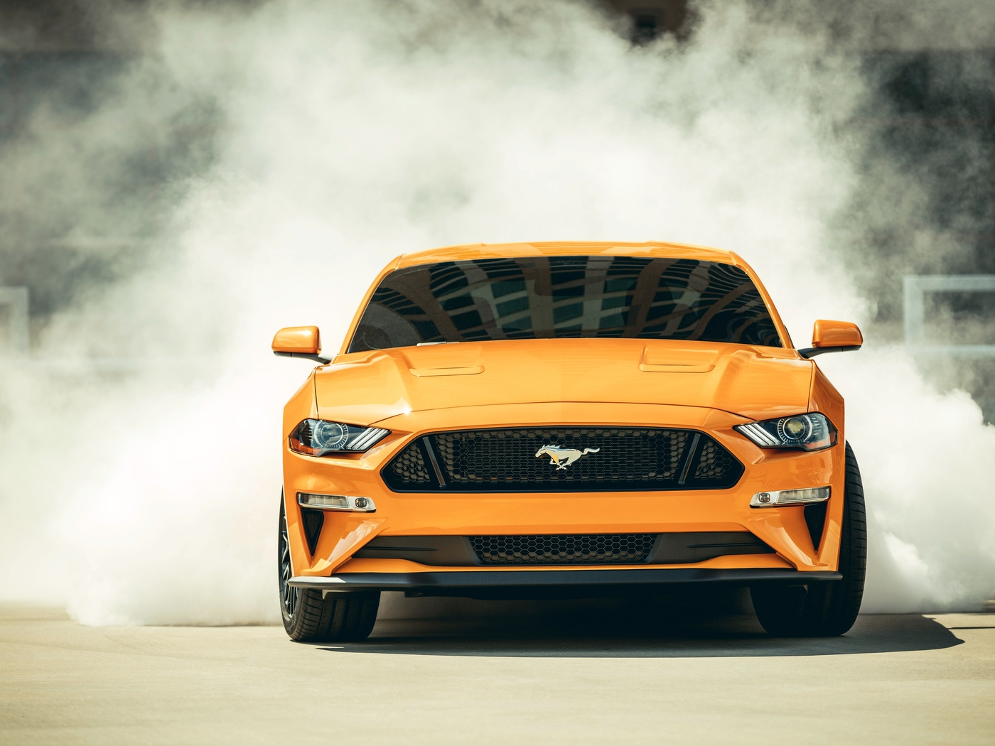 2018-ford-mustang-gt-fastback-front-qc.jpg