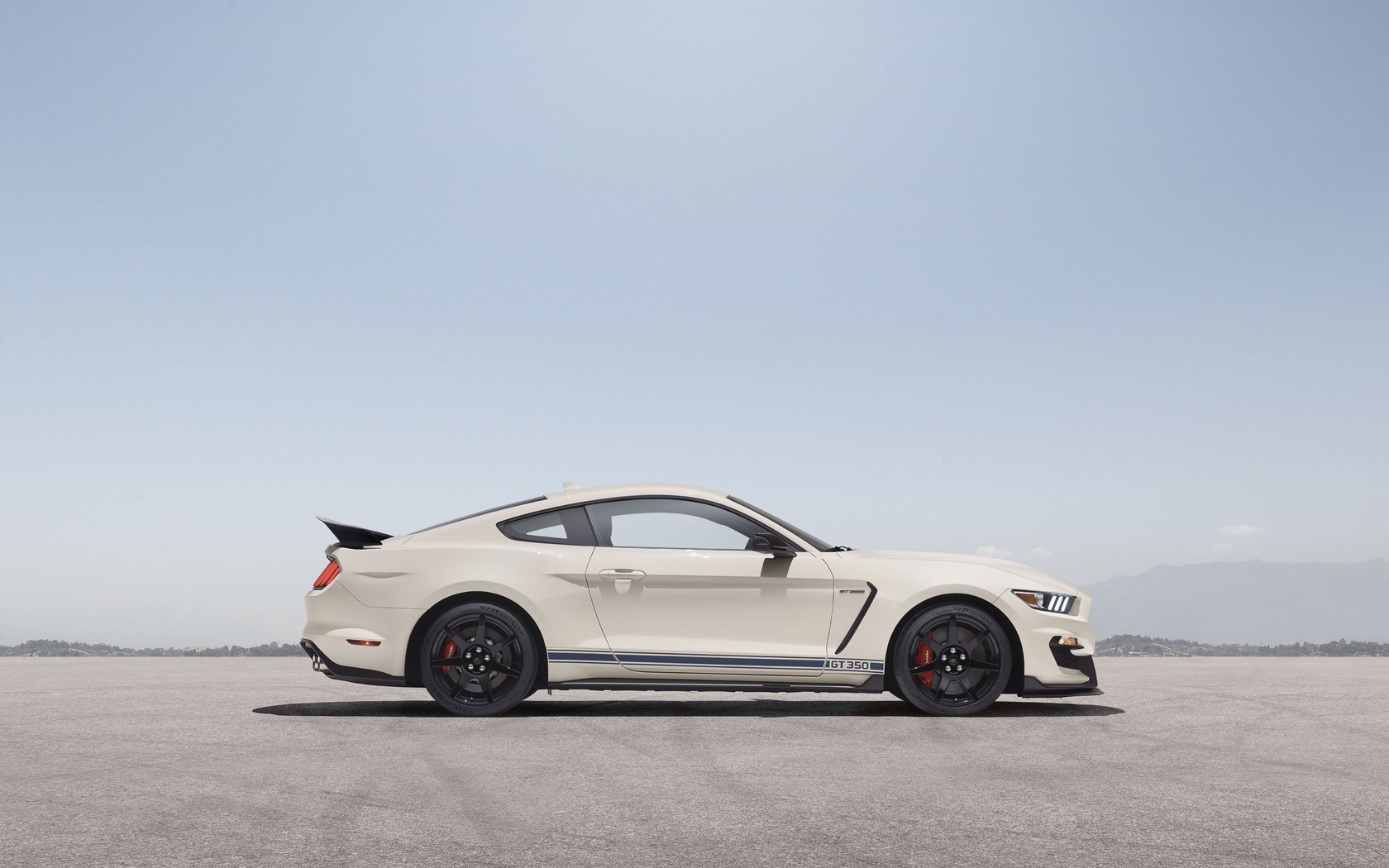 2020-shelby-gt350-heritage-edition-side-view-zg.jpg