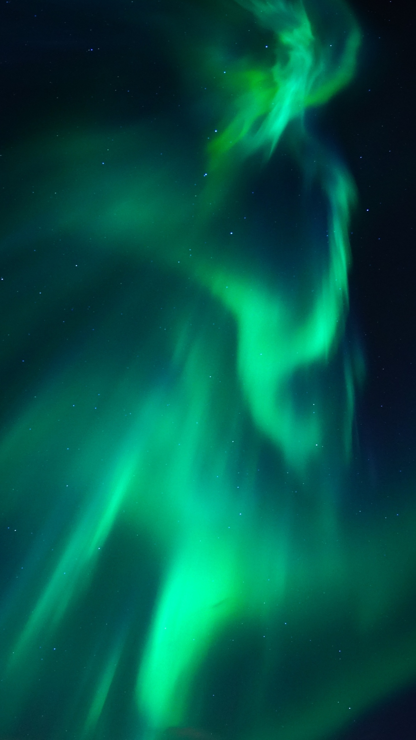 8k-northern-lights-aurora-c0.jpg