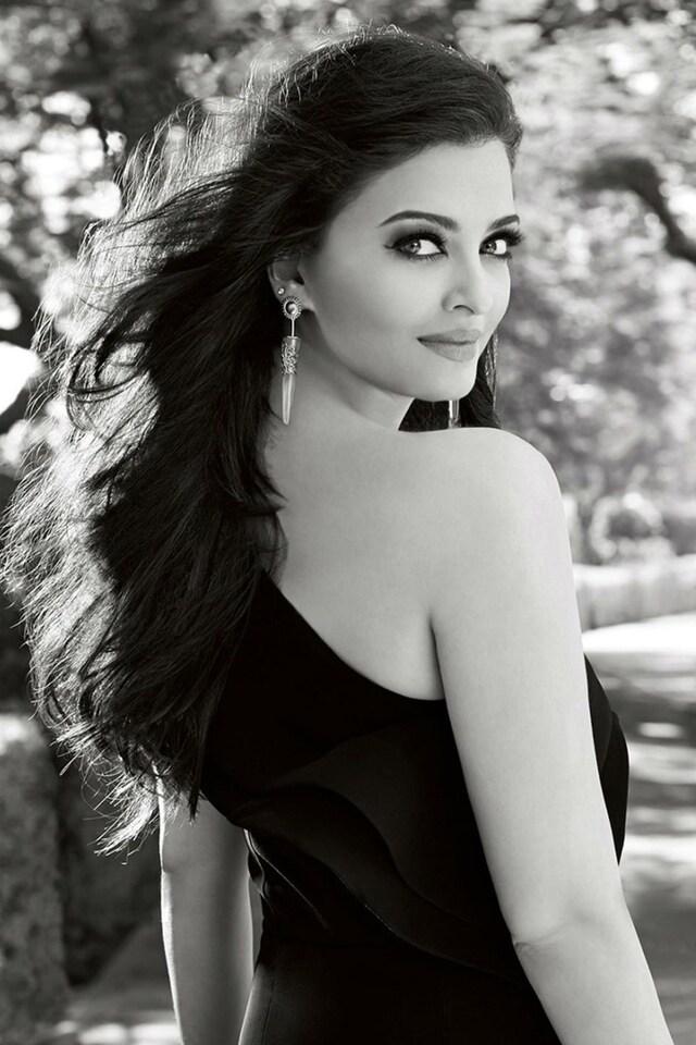 aishwarya-rai-bachan-in-black-dress.jpg