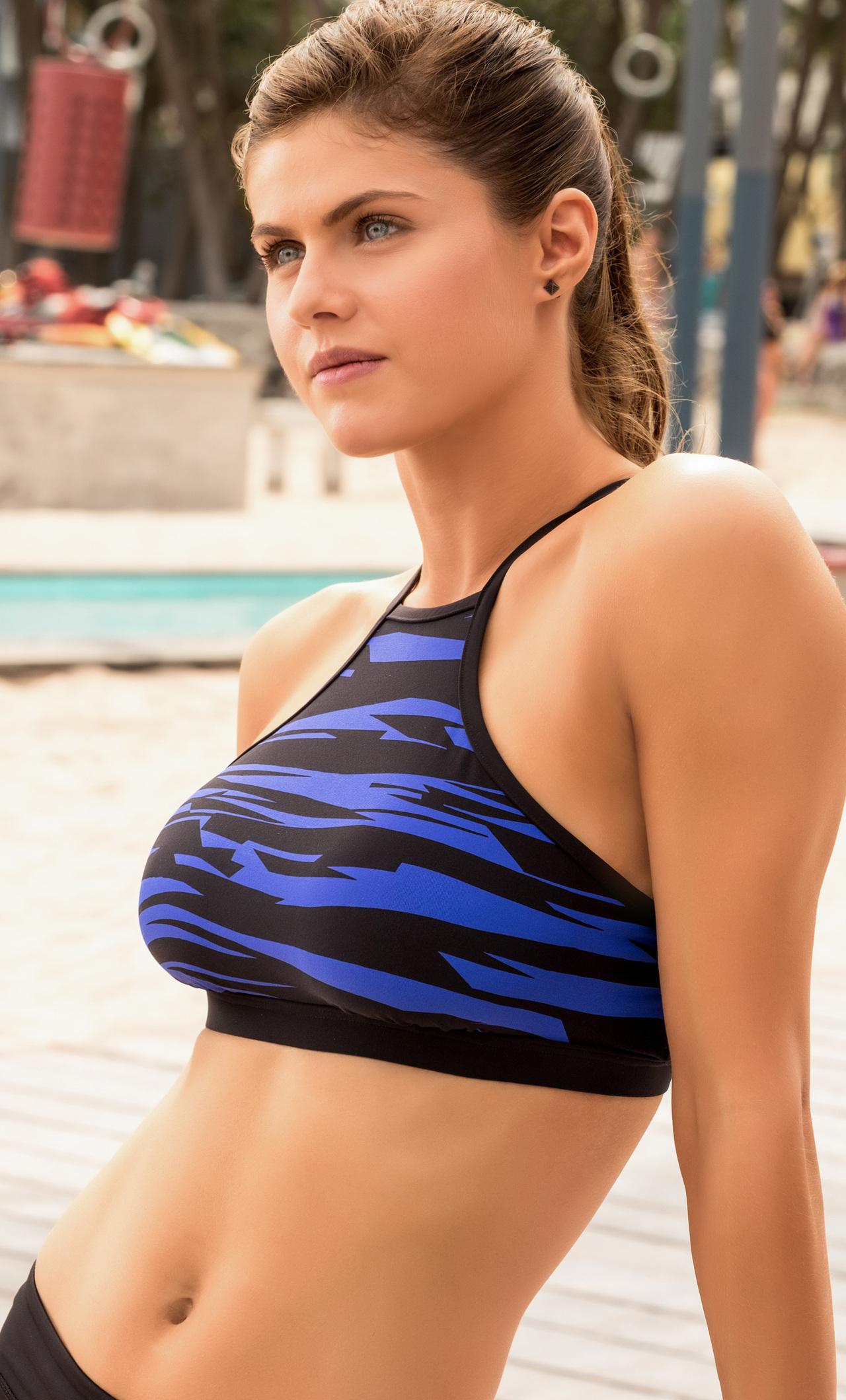 Alexandra Daddario In Baywatch Movie Zc