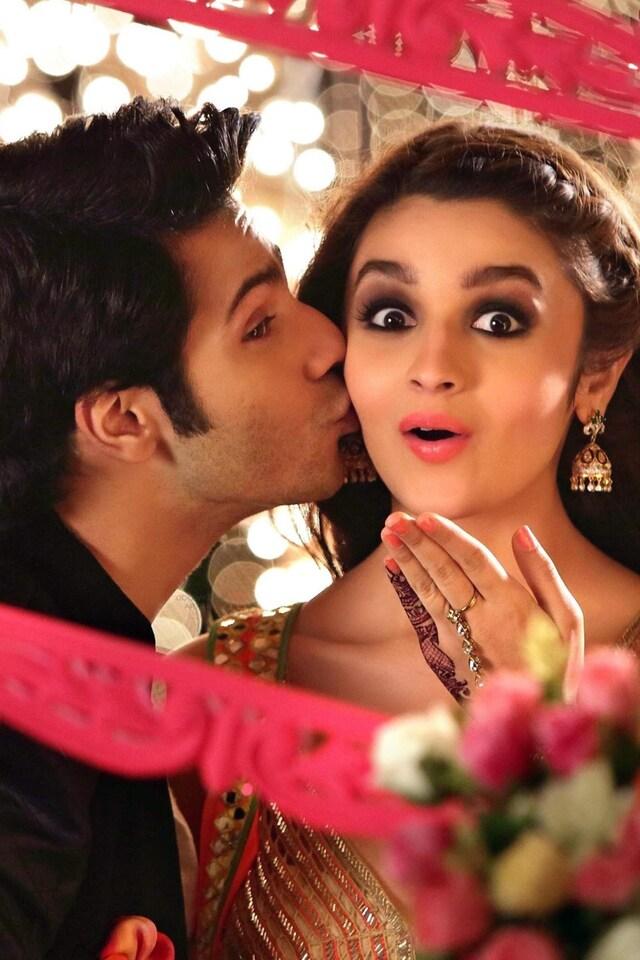 alia-bhatt-kissing-varun-dhawan.jpg