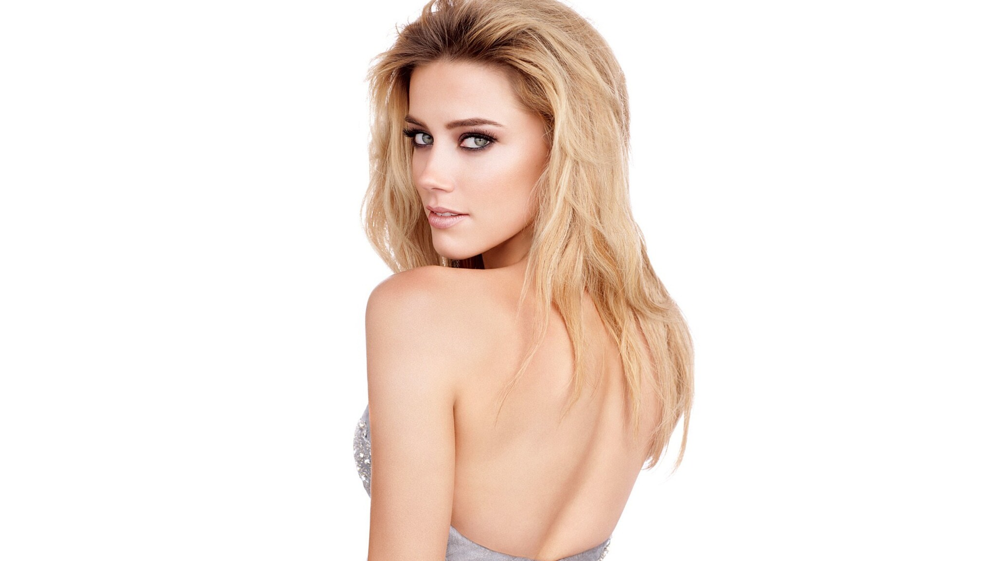 Amber Laura Heard h ɜːr d born April 22 1986 is an American actress She made her film debut in 2004 in the sports drama Friday Night Lights
