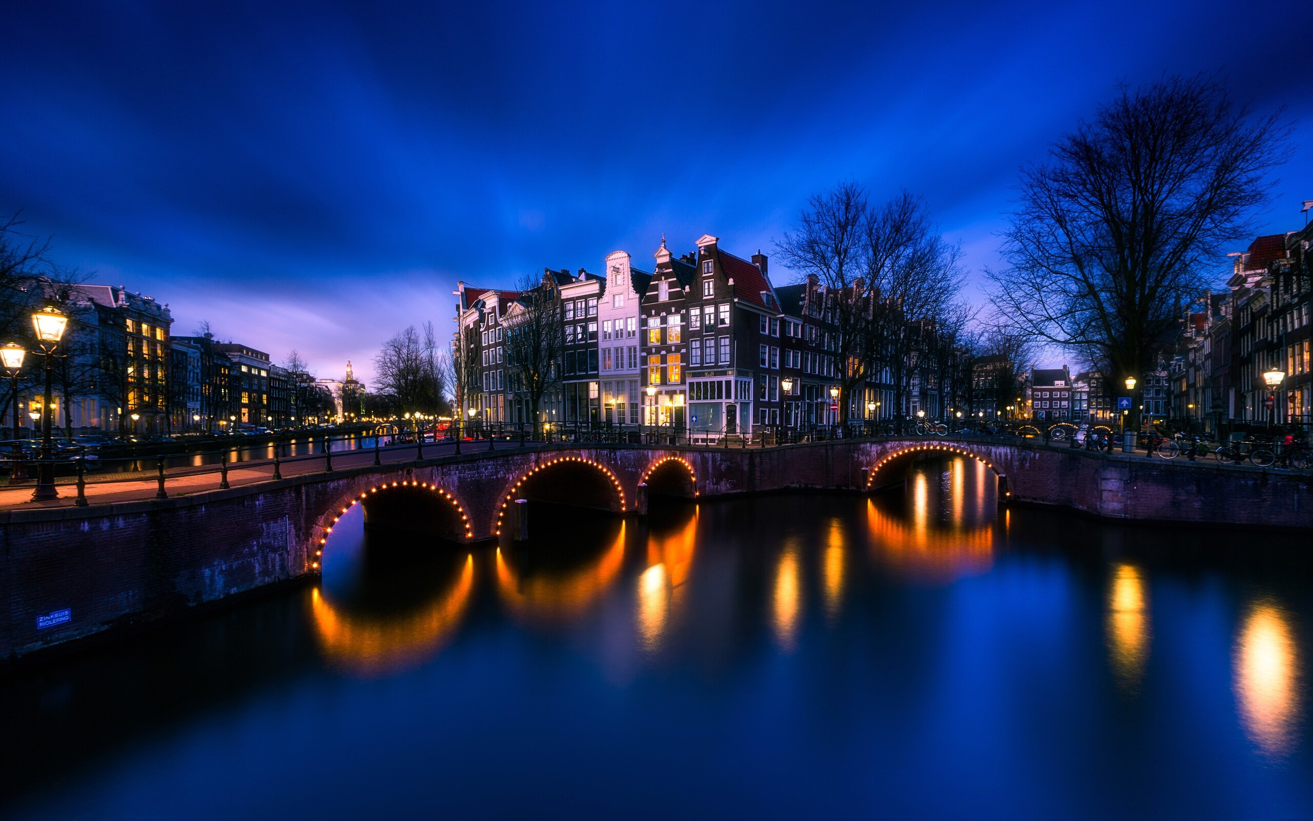 amsterdam-bridge-street-light-long-exposure-4k-fr.jpg