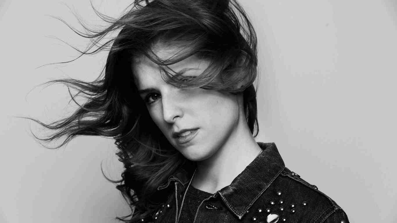 anna-kendrick-black-and-white-5g.jpg