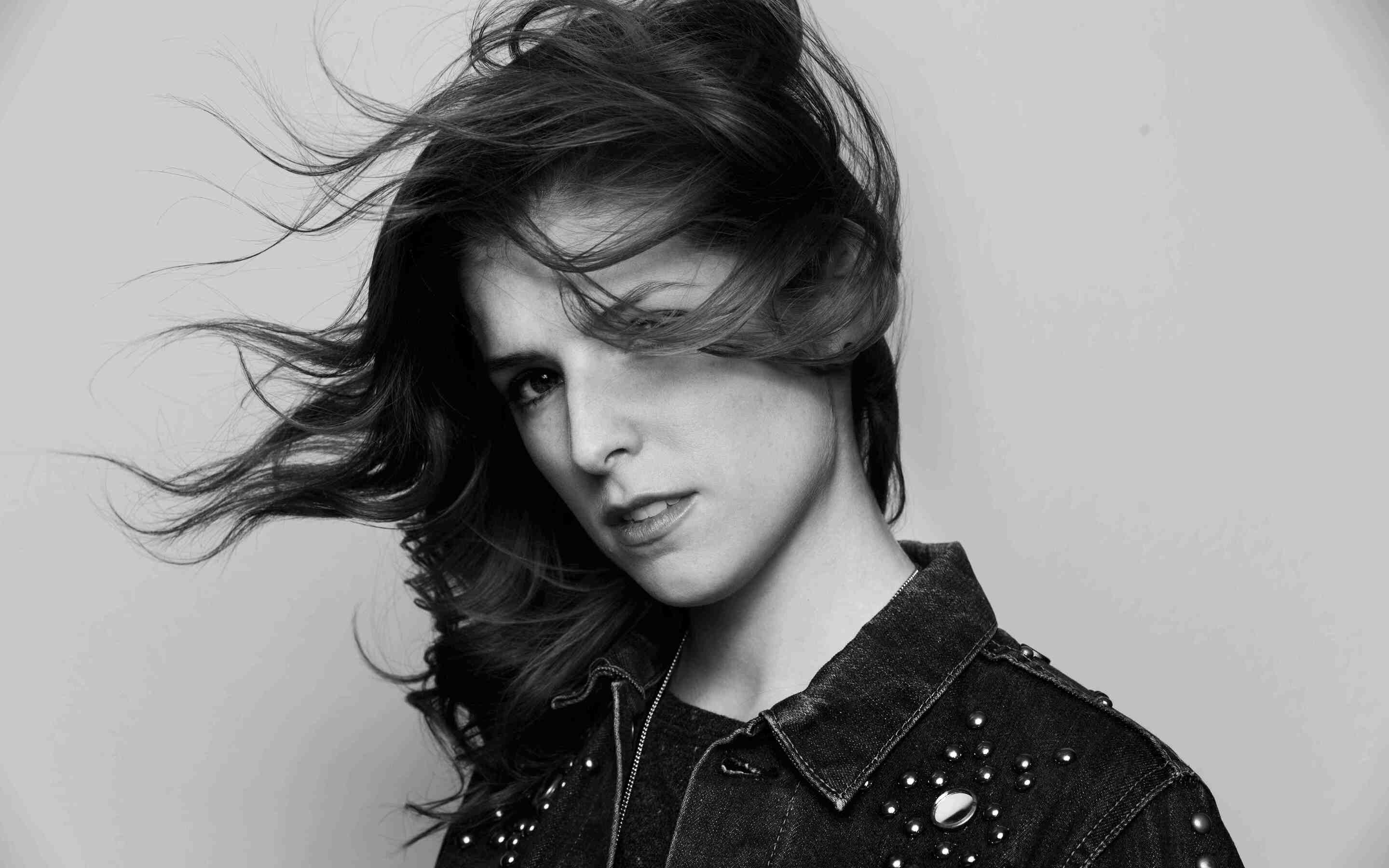 anna-kendrick-black-and-white-5g.jpg