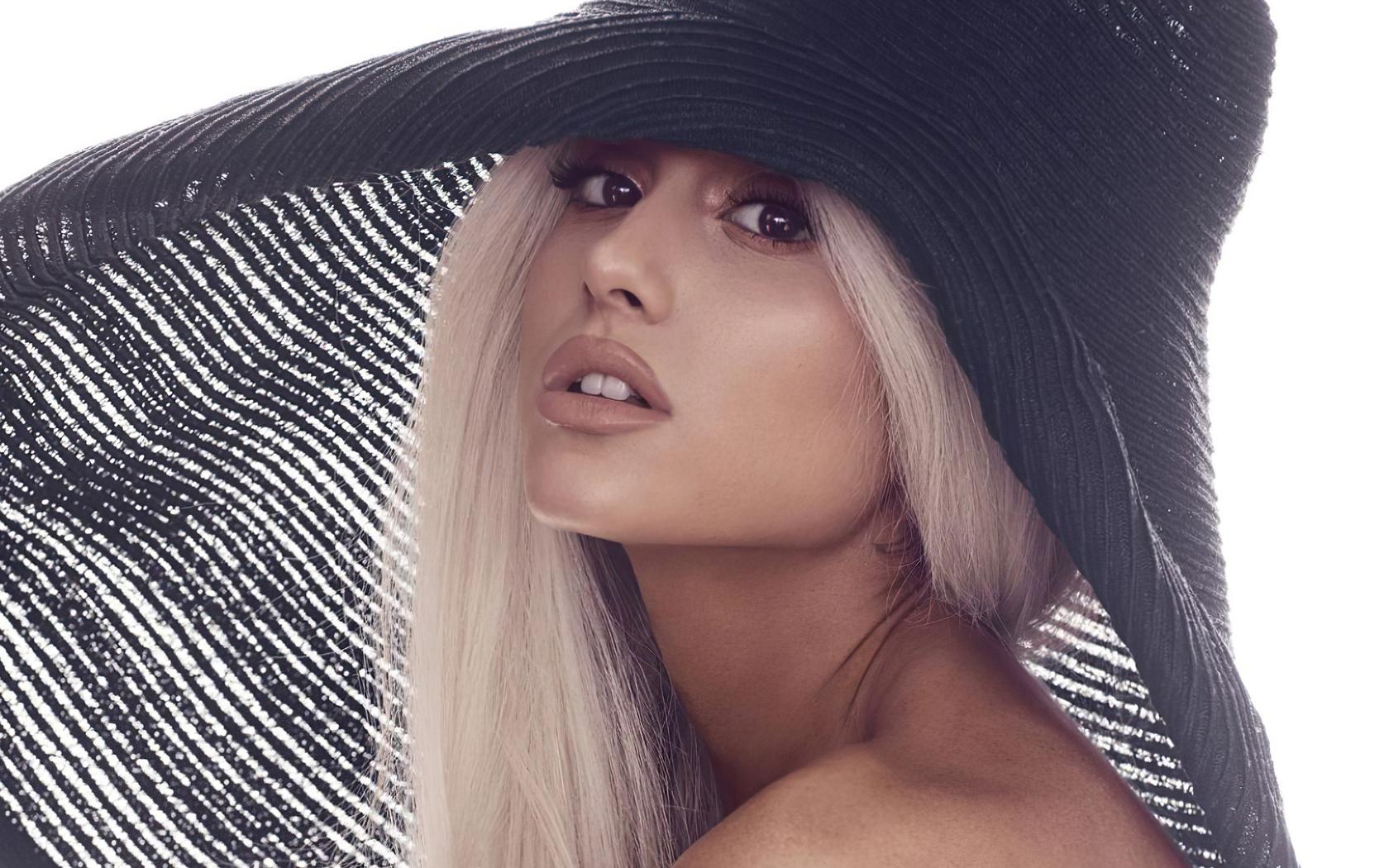 ariana-grande-2020-singer-1e.jpg
