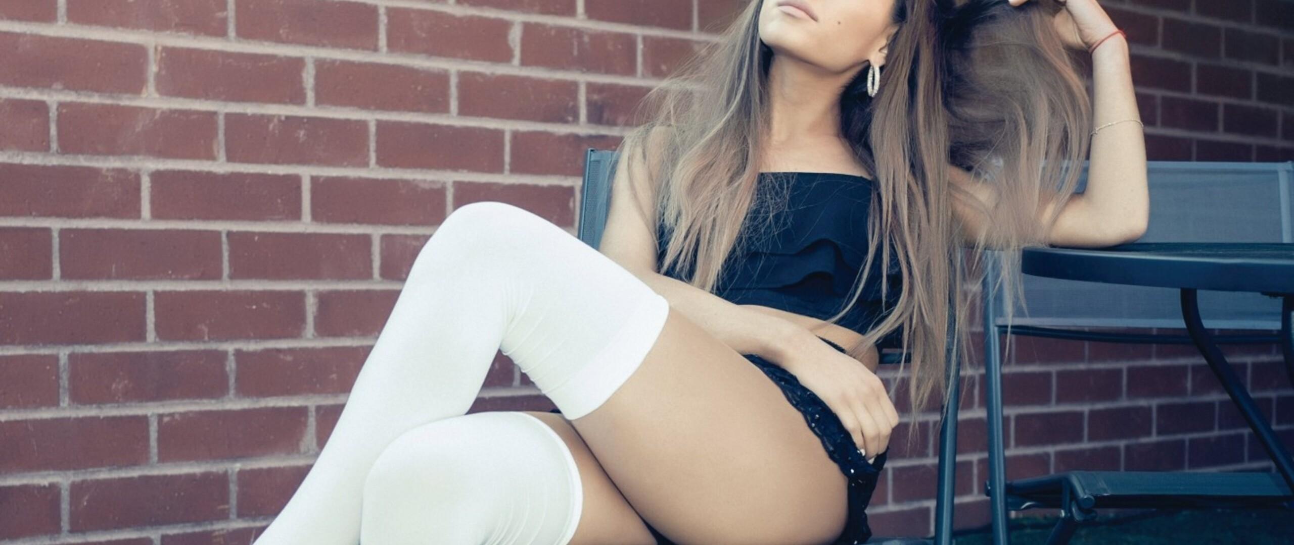 ariana-grande-legs.jpg