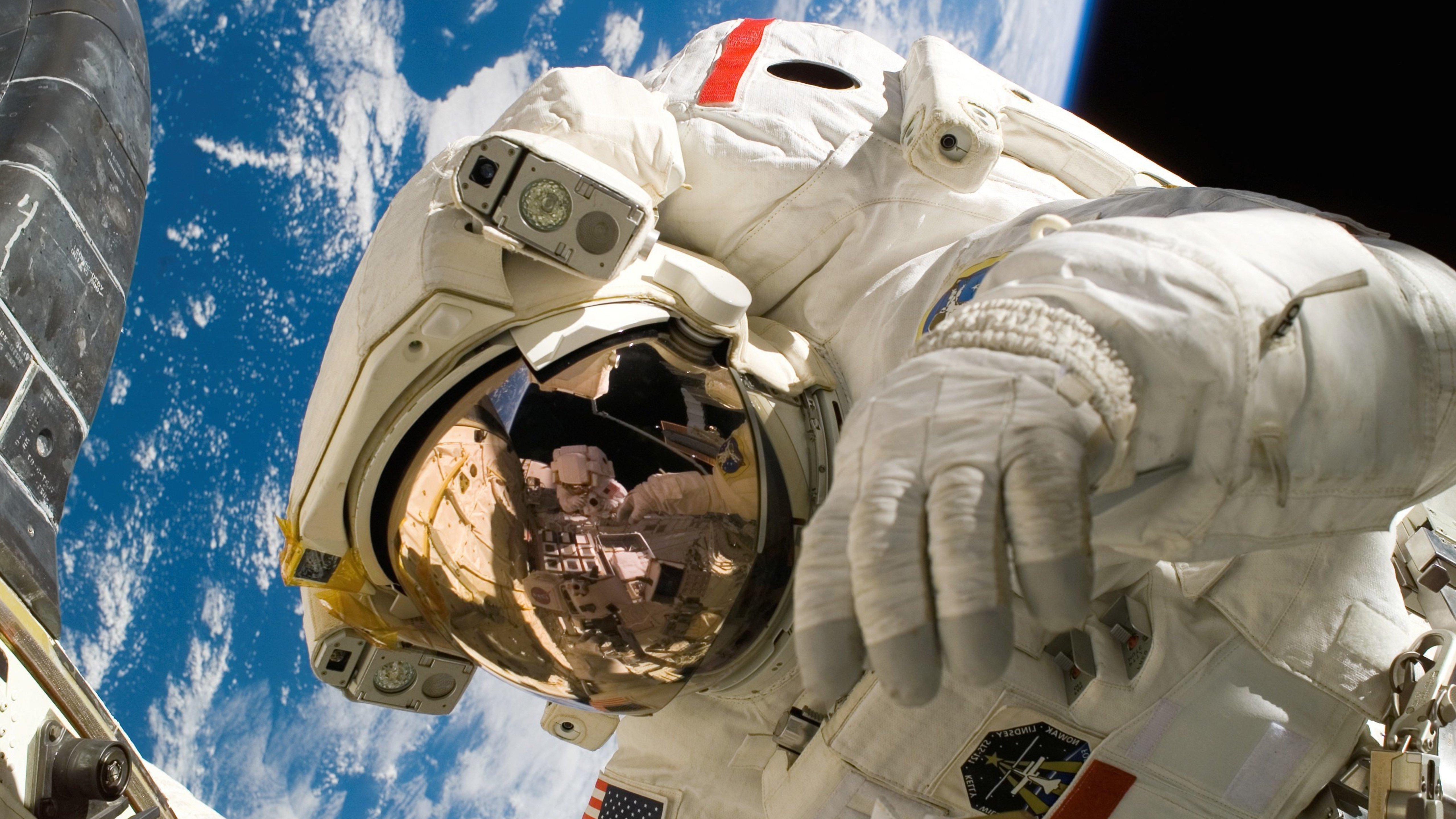 astronaut space iphone wallpaper - photo #35