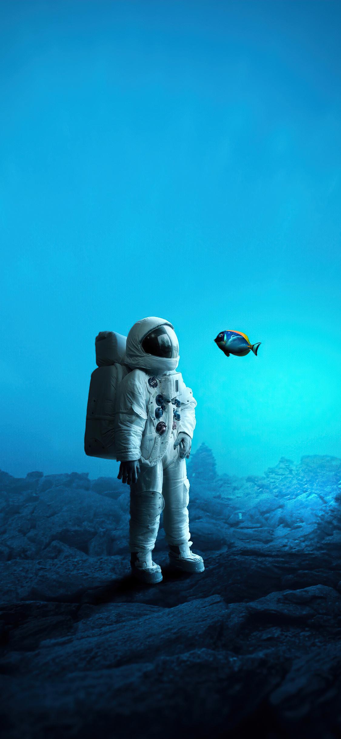 astronaut-in-ocean-4k-a1.jpg