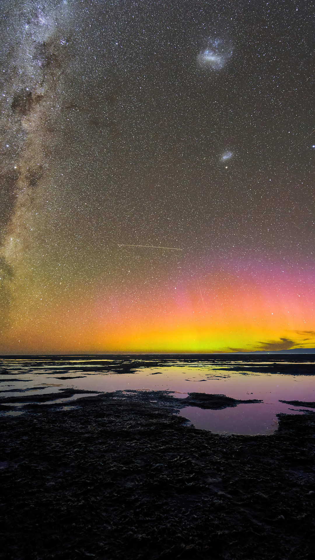 aurora-australis-over-birdlings-flat-new-zealand-5k-o6.jpg