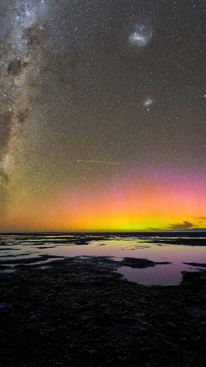 aurora-australis-over-birdlings-flat-new-zealand-5k-o6.jpg