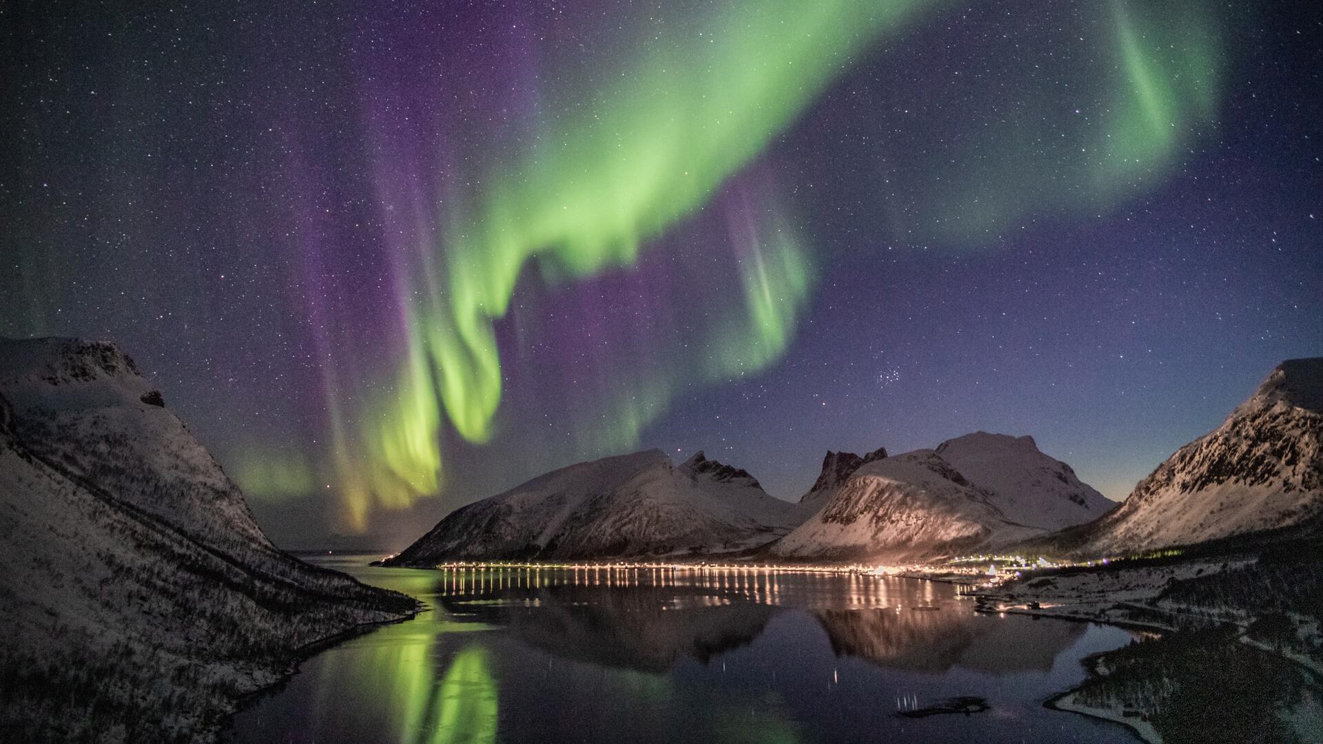 aurora-borealis-lake-houses-evening-5k-80.jpg
