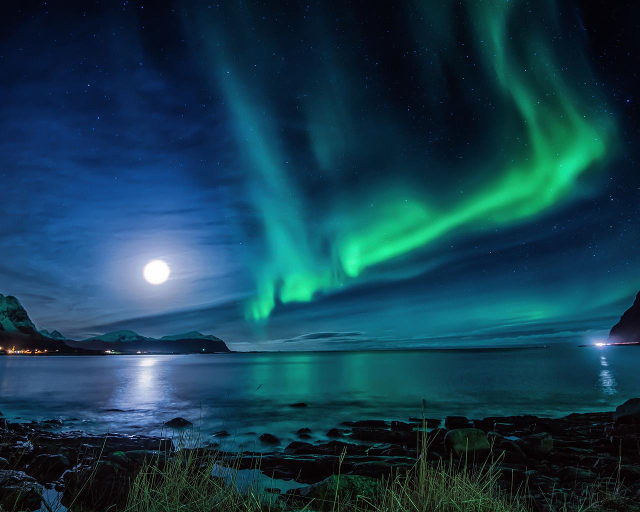 4k Hd Wallapaper: 1280x1024 Aurora Borealis Moon Night 1280x1024 Resolution