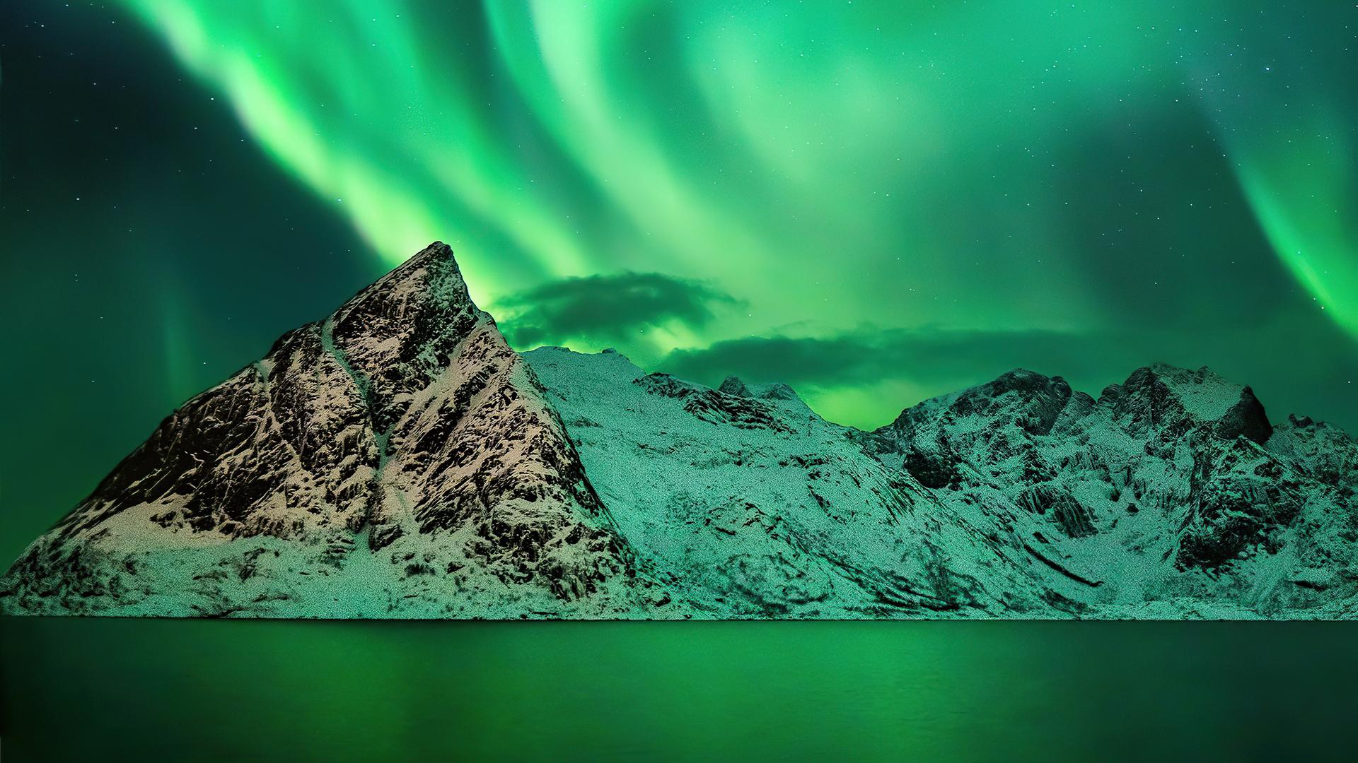 aurora-season-mountains-8s.jpg