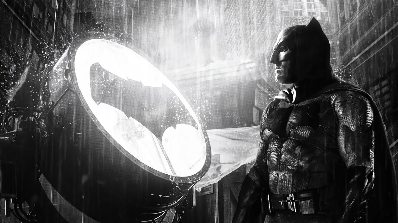 batman-ben-affleck-alongside-bat-signal-8a.jpg