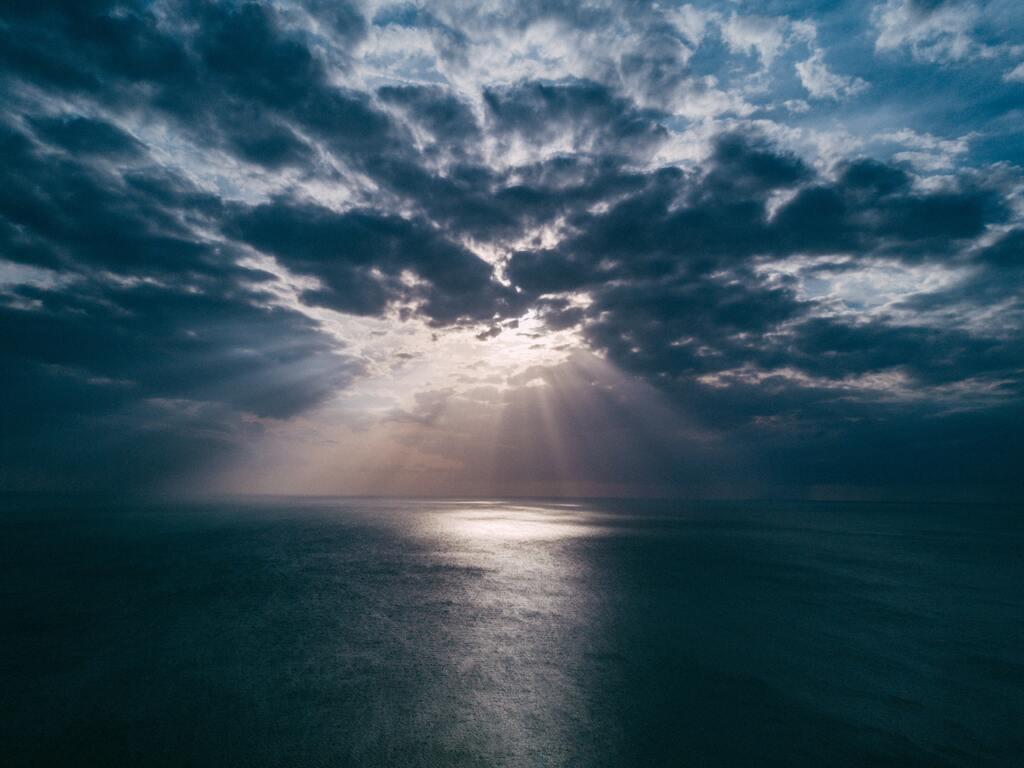 beach-clouds-landscape-light-evening-sun-rays-gn.jpg