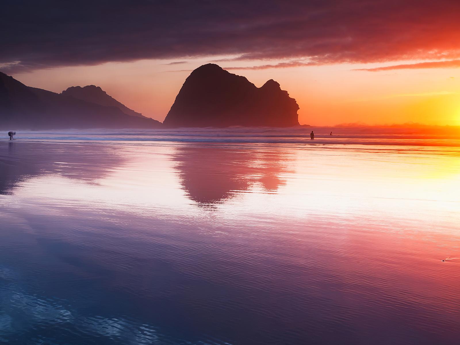 beach-reflection-sunset-4k-v6.jpg