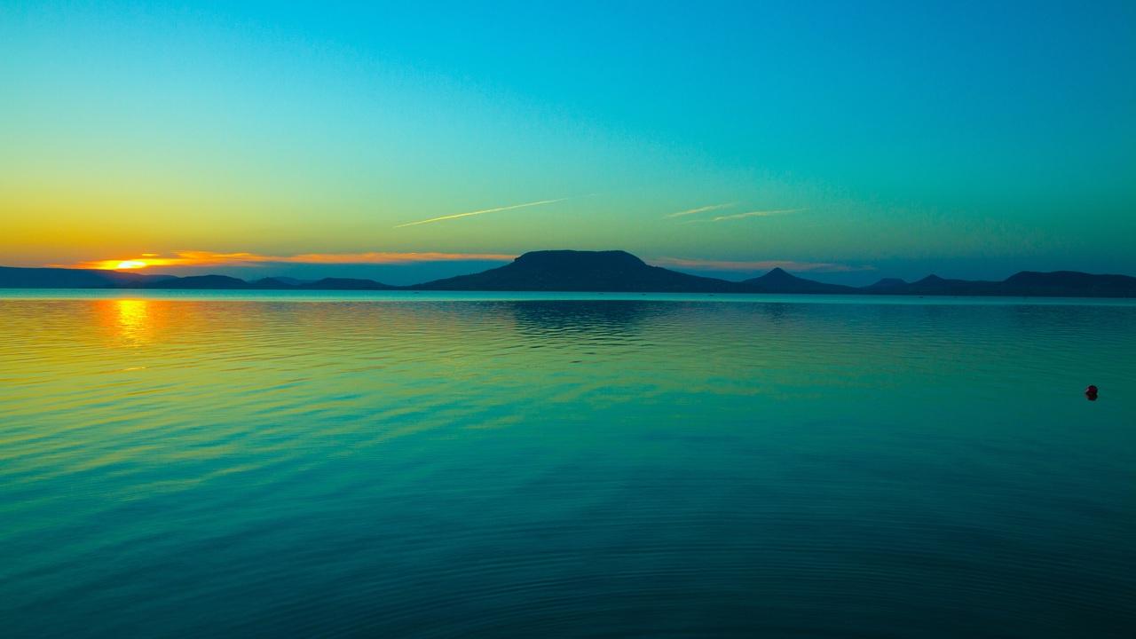beautiful-lake-calm-relaxing-vw.jpg