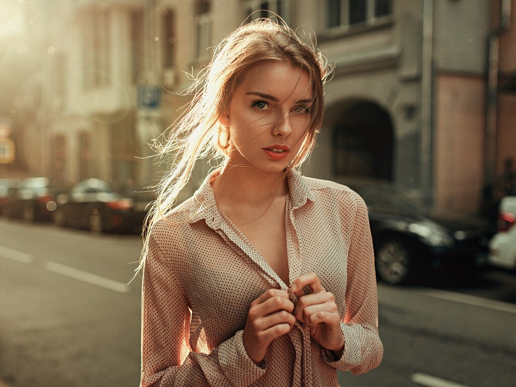 beautiful-urban-girl-looking-at-viewer-nf.jpg