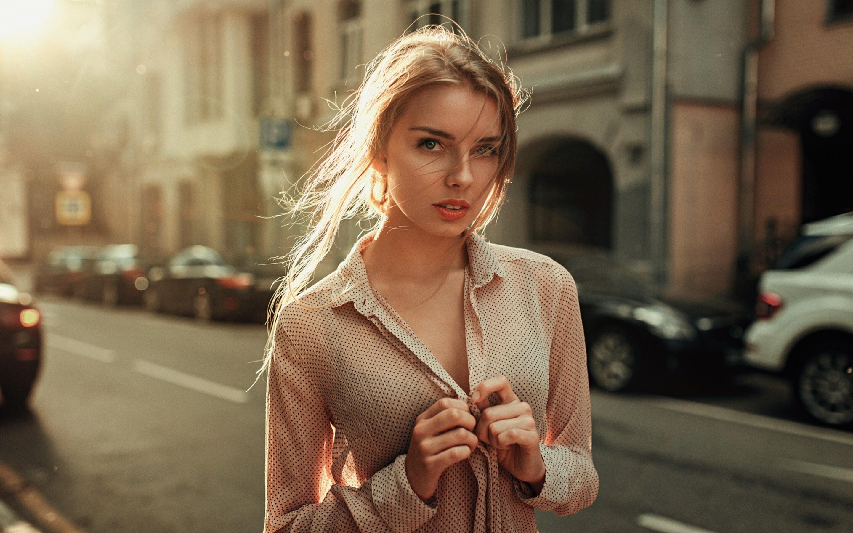beautiful-urban-girl-looking-at-viewer-nf.jpg