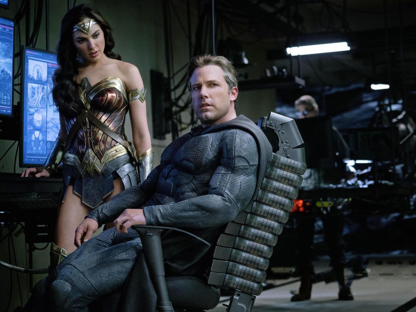 ben-affleck-as-batman-gal-gadot-wonder-woman-justice-league-2017-4k-vb.jpg