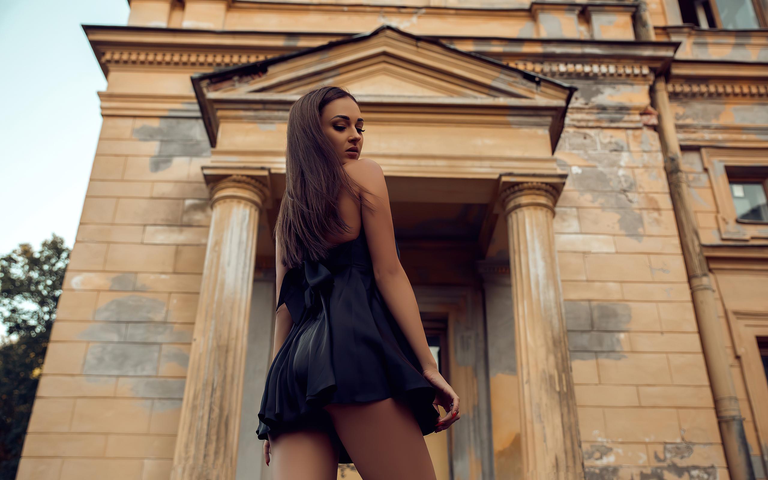 black-clothing-girl-looking-back-4k-qj.jpg