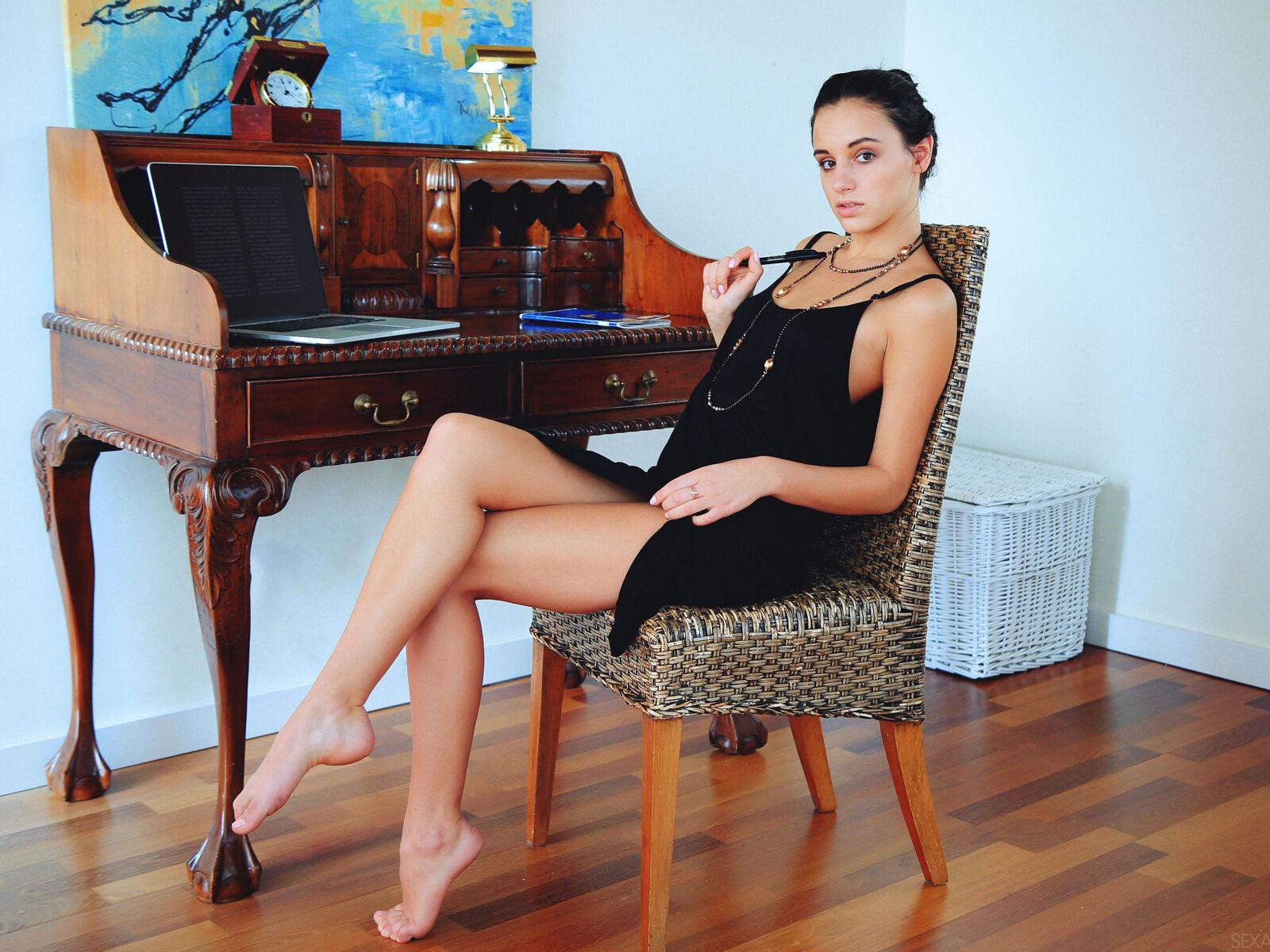 black-dress-sitting-on-chair-photoshoot-vx.jpg