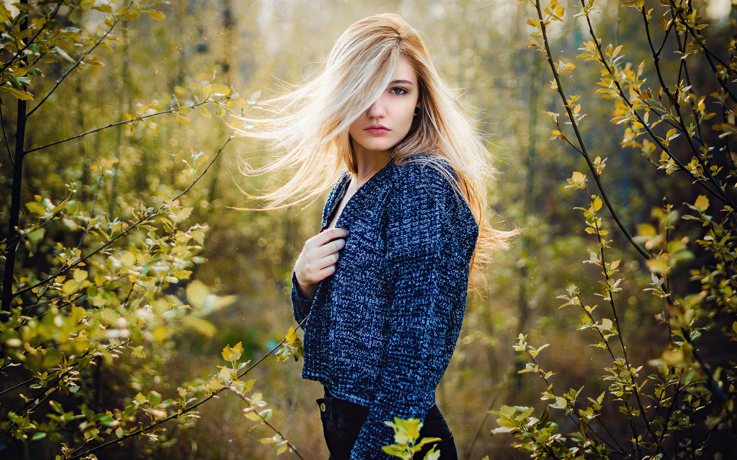 blonde-beautiful-girl-hair-on-face-4k-qi.jpg