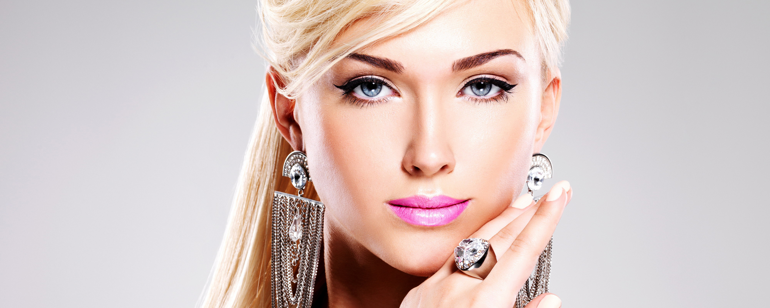 blonde-blue-eyes-5k-8u.jpg
