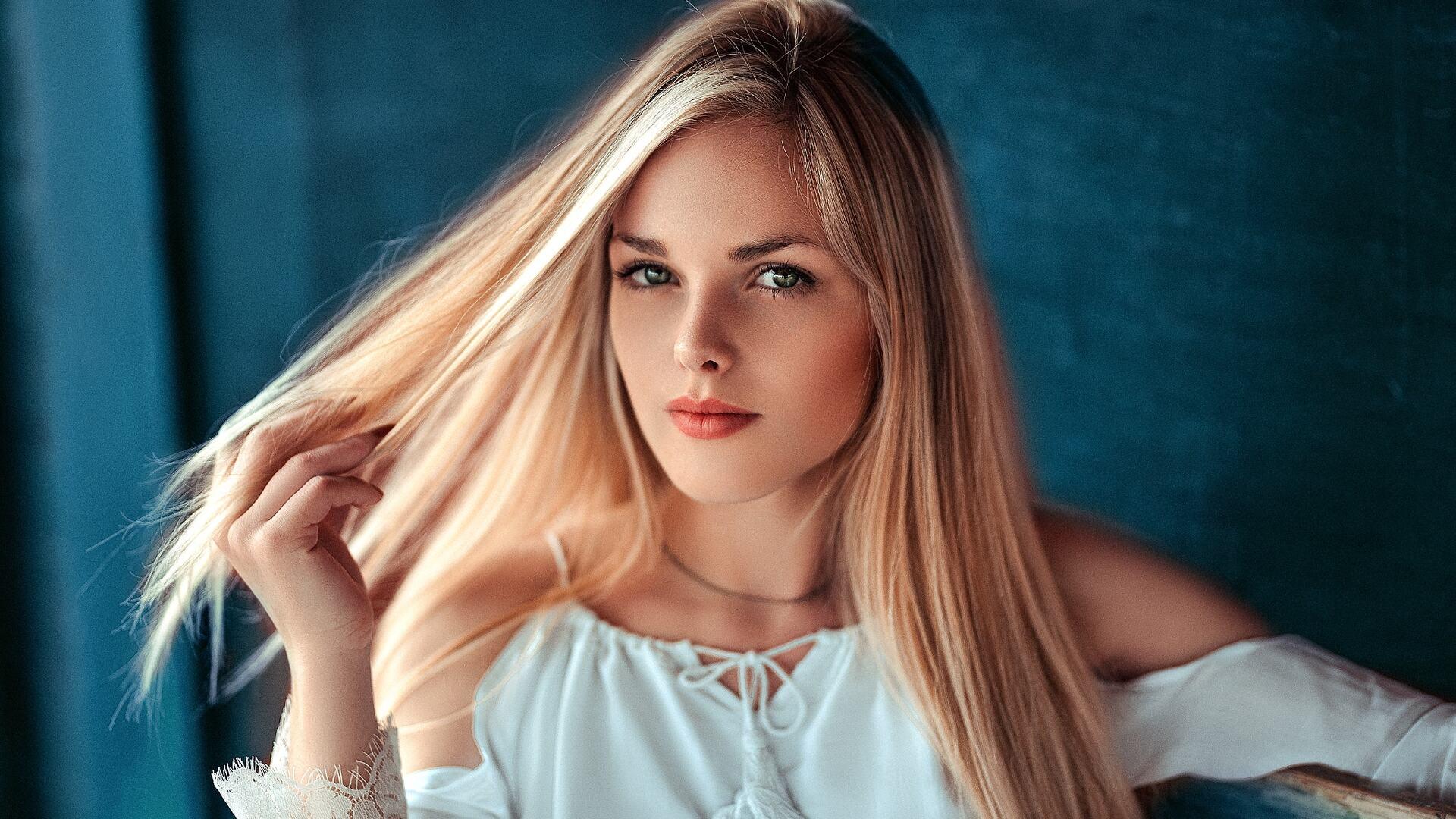 1920x1080 Blonde Cute Girl Laptop Full Hd 1080p Hd 4k