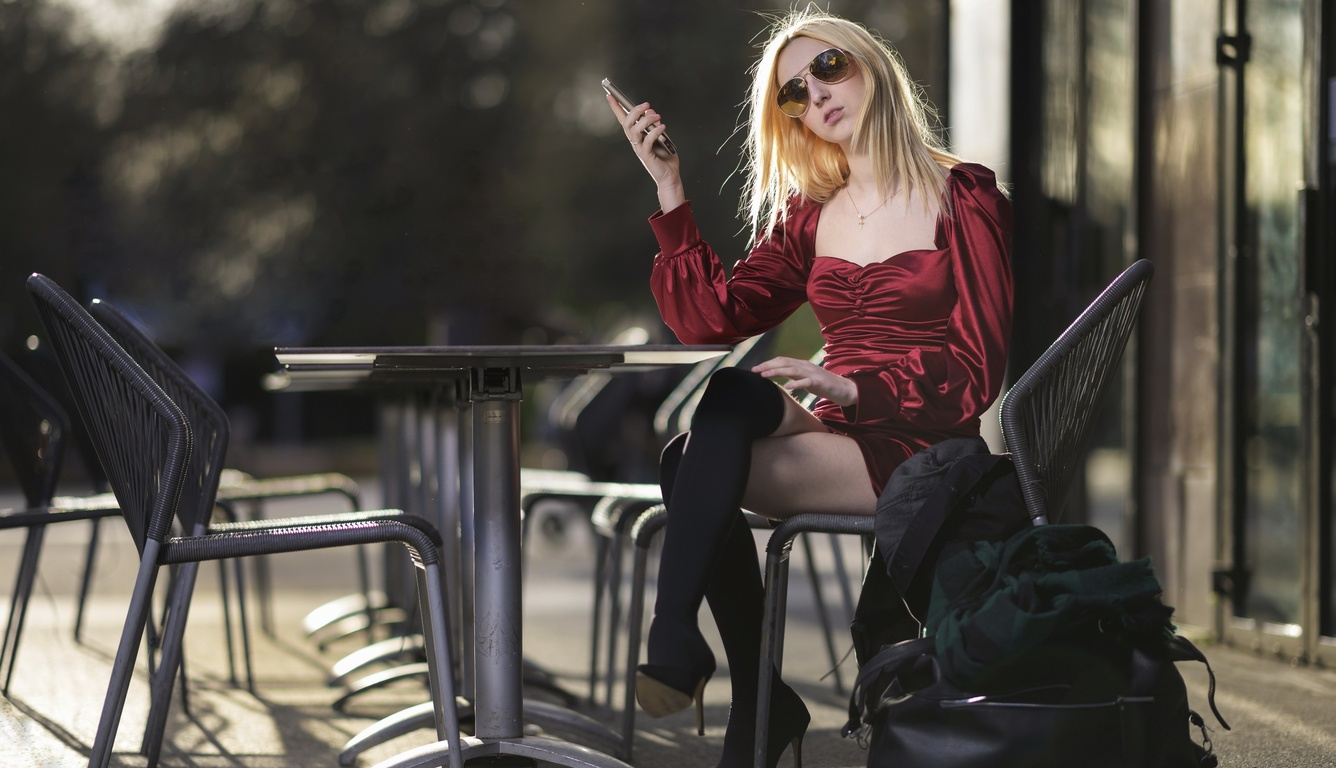 blonde-girl-with-shades-using-phone-pi.jpg
