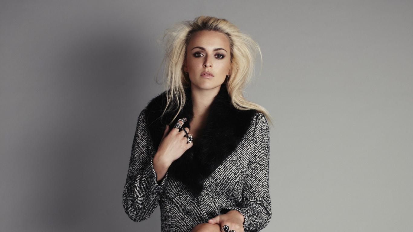 blonde-hair-model-photoshoot-4k-xy.jpg