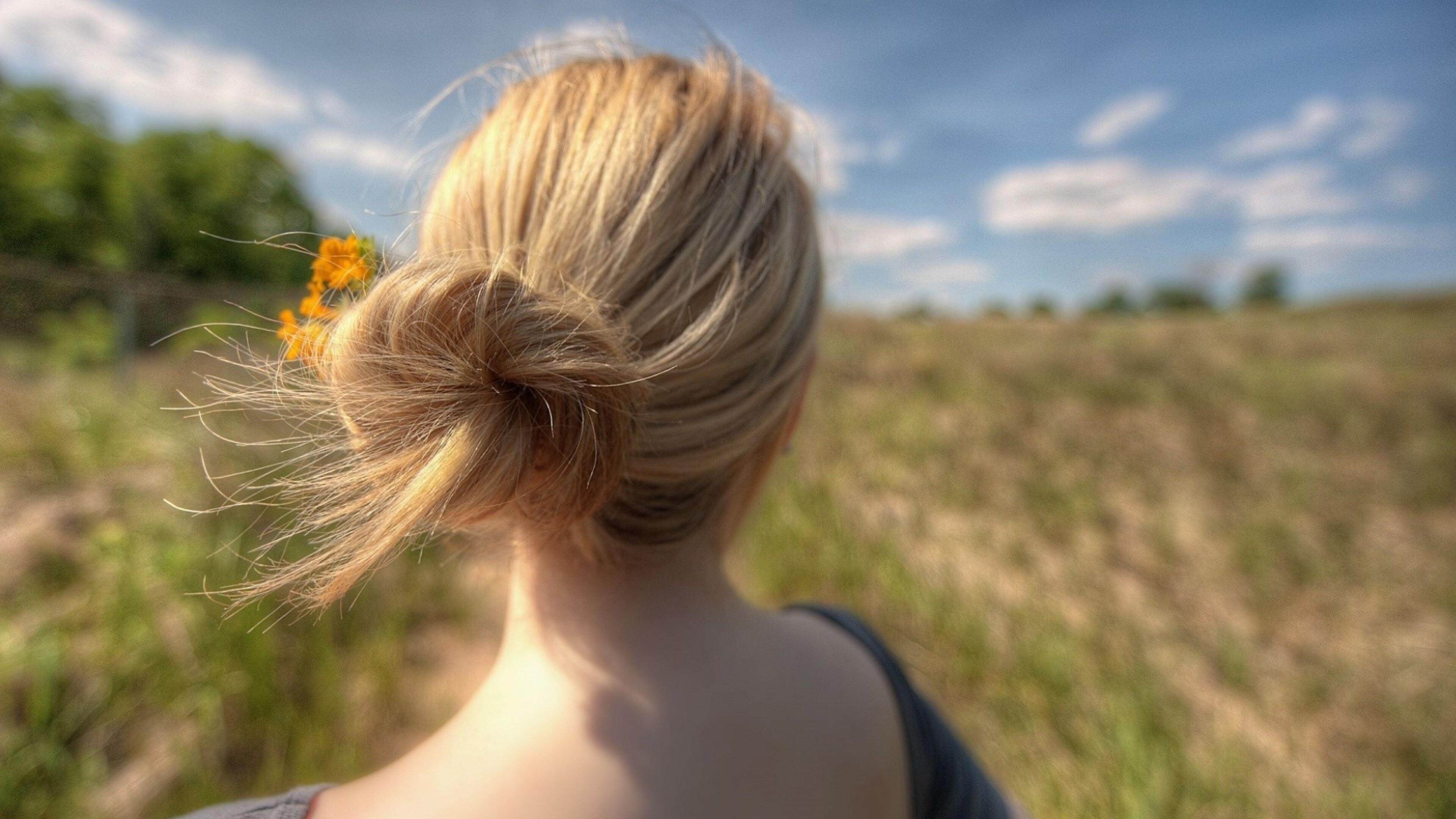 blone-hair-wind.jpg