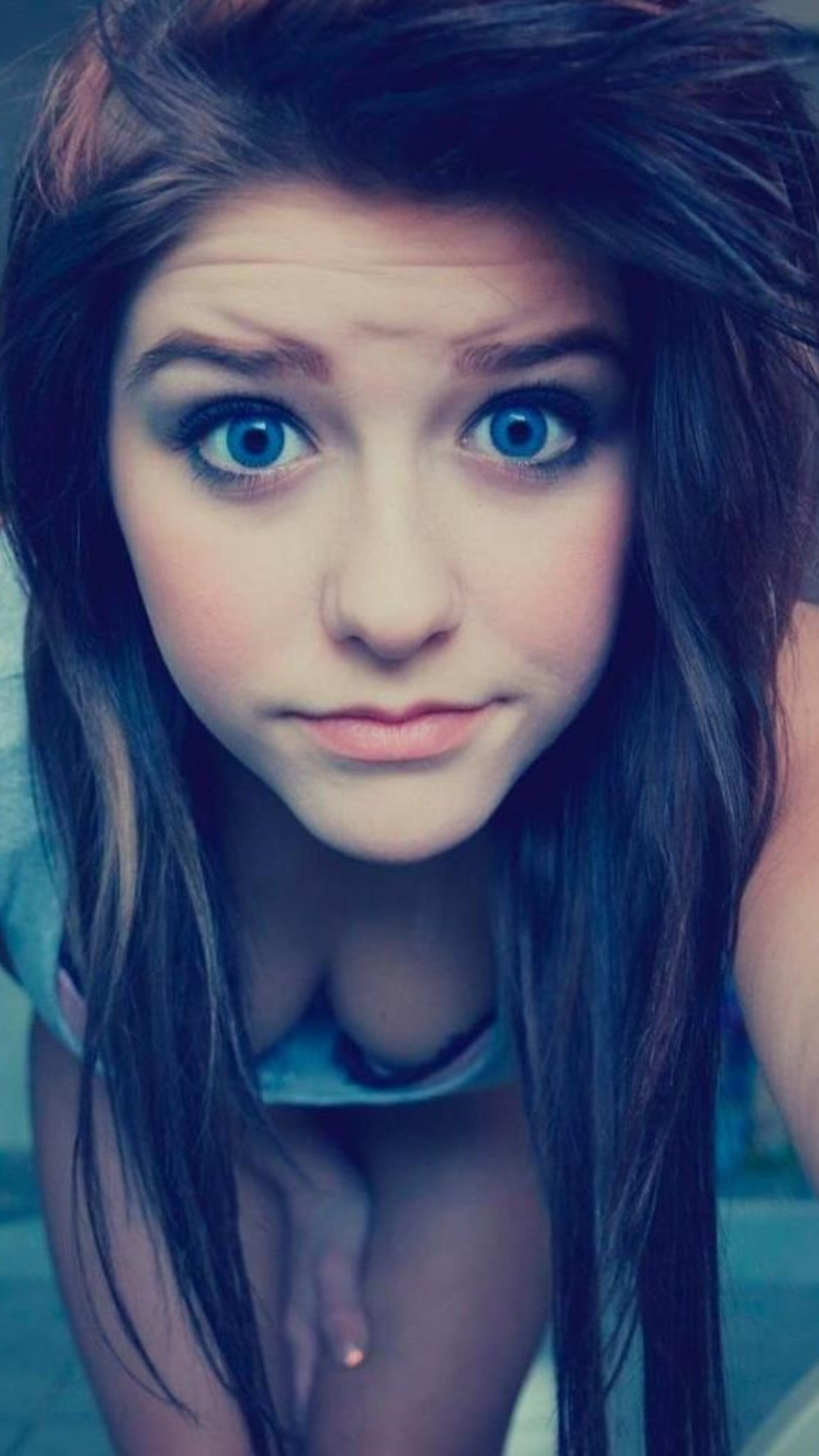2160x3840 Blue Eyes Cute Teen Girl Sony Xperia X,XZ,Z5