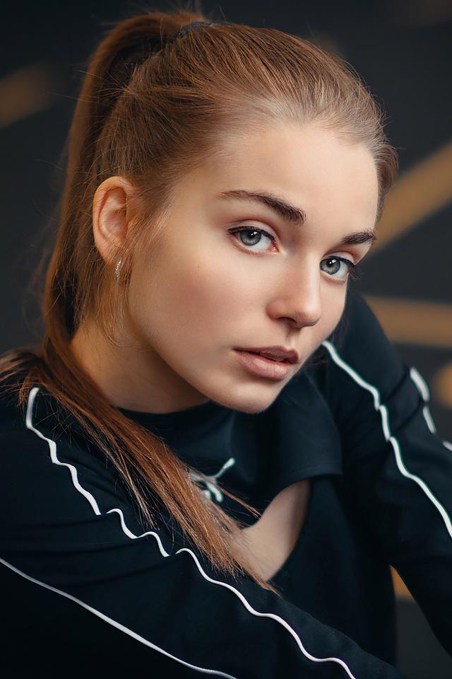 blue-eyes-girl-red-head-model-4k-xy.jpg