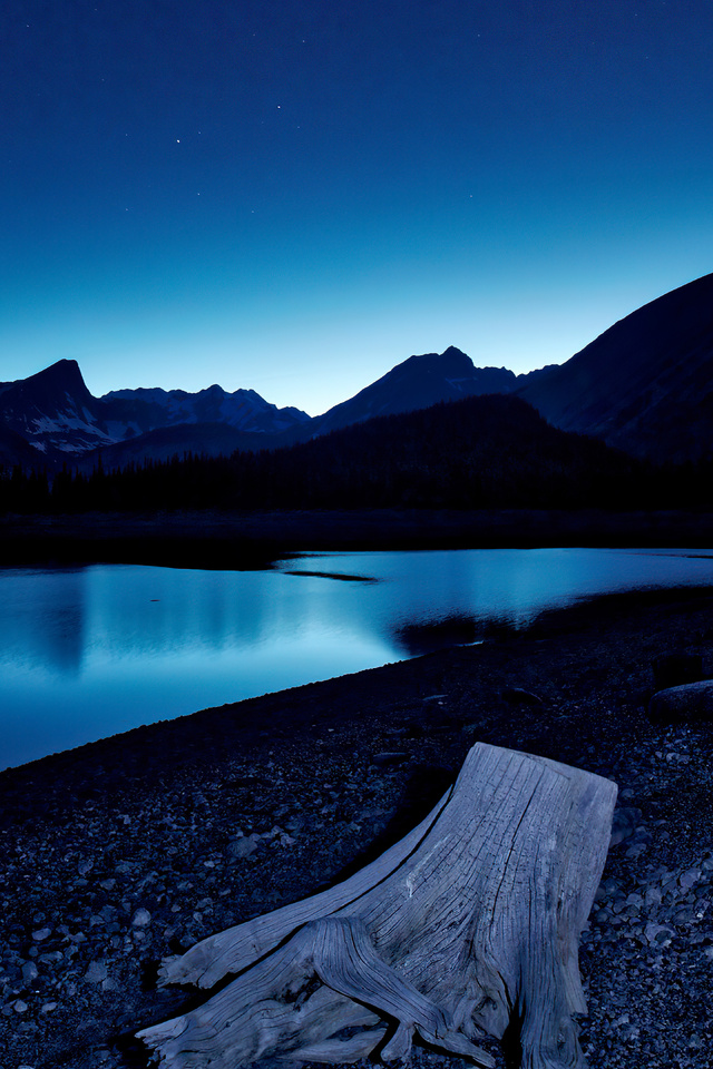 blue-hour-kananaskis-lake-stars-8k-wm.jpg