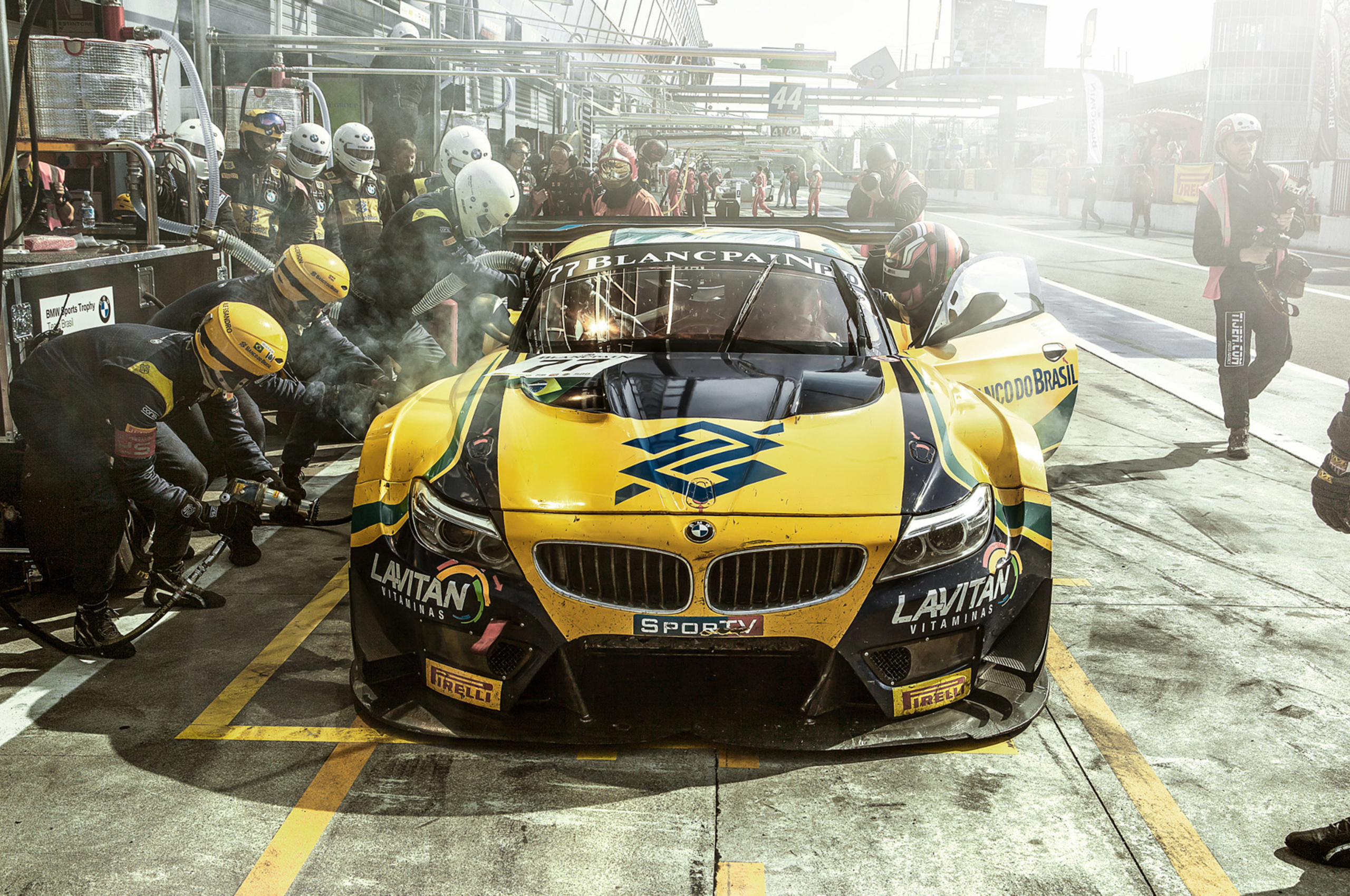 bmw-brasil-team.jpg