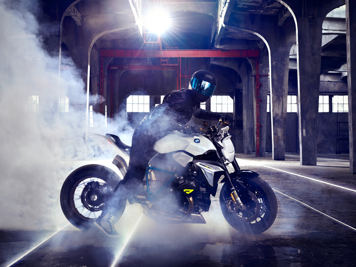 bmw-concept-roadster-bike-drifting-oq.jpg