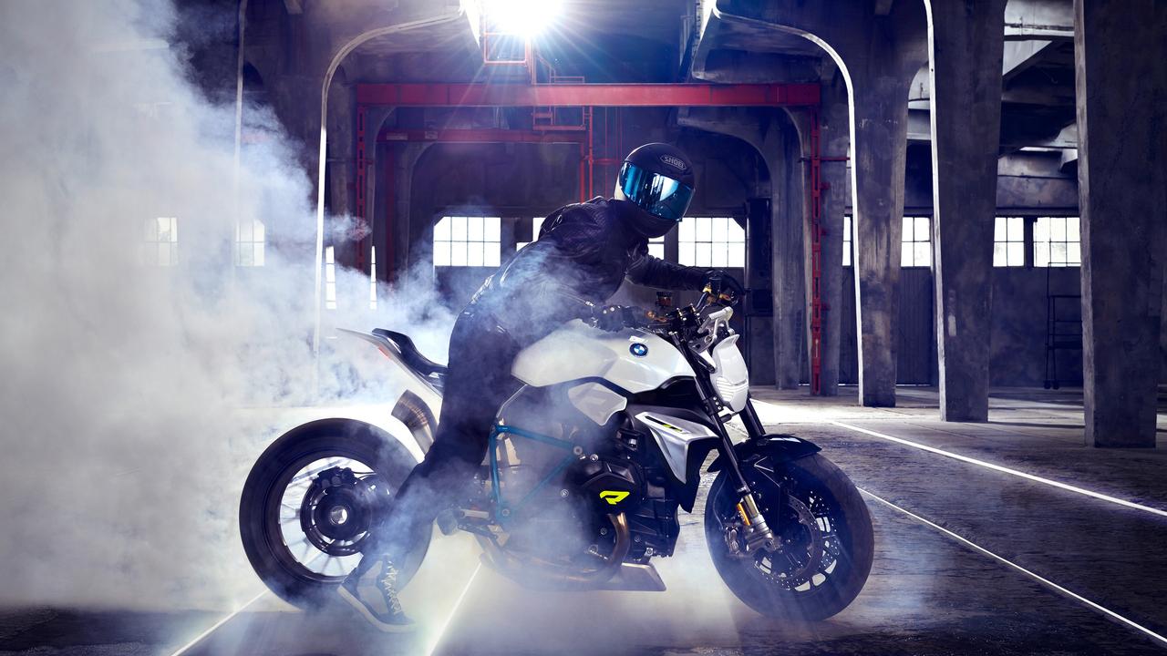 bmw-concept-roadster-bike-drifting-oq.jpg
