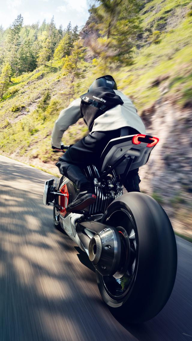 bmw-vision-dc-roadster-rear-view-ij.jpg
