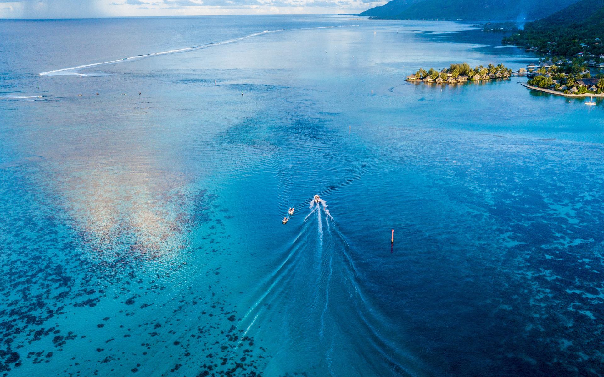 boat-sailing-top-view-4k-y0.jpg