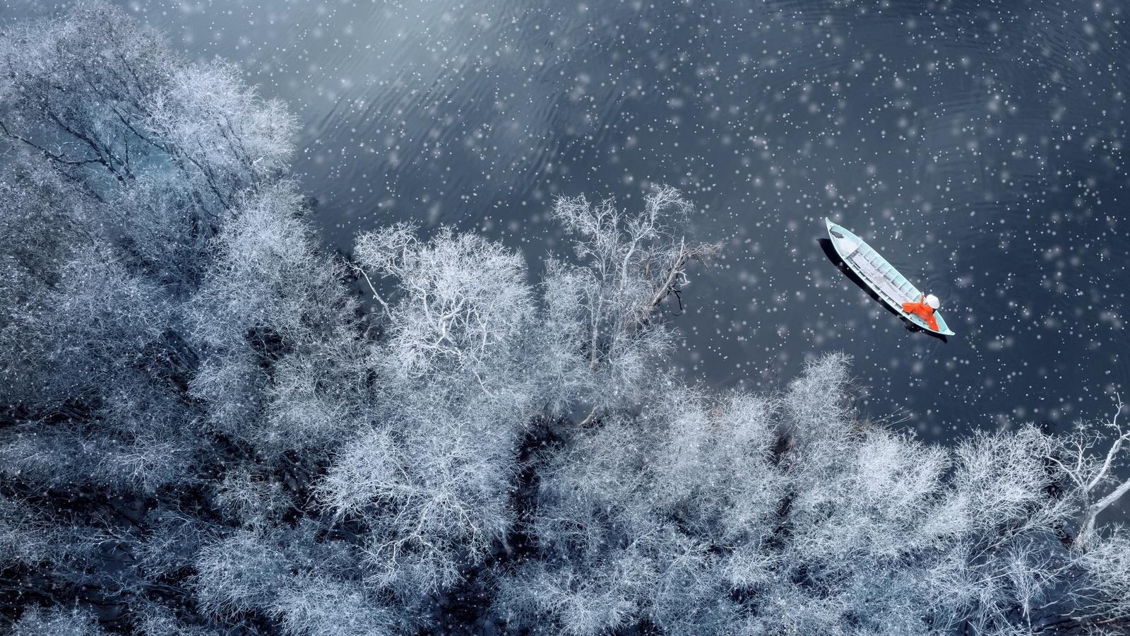 boat-snow-winter-aerial-view-hc.jpg